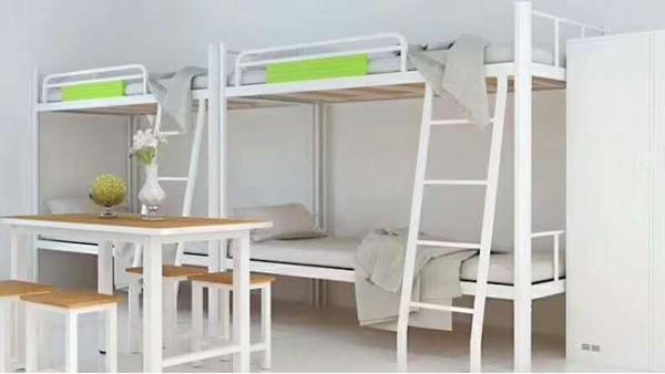 光彩家具员工上下床,产品靠质量说话