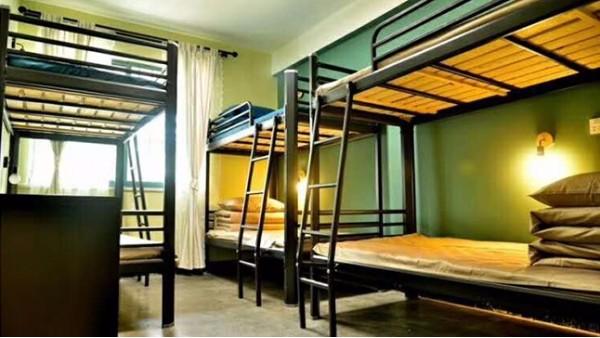 一批员工双层铁架床能解决宿舍乱糟糟的状况