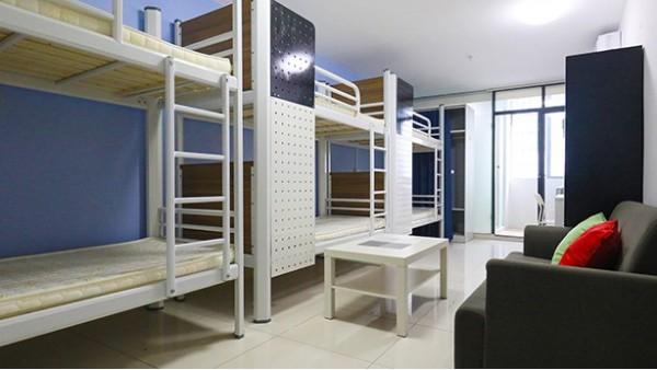 深圳员工上下铁床,让空间变得大