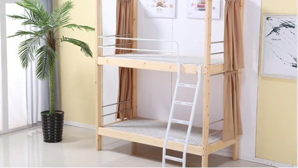 上下铺木床不但是学校的选择,也是家庭所需