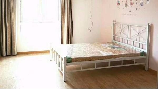 铁艺床如何打造简约优雅的公寓房间